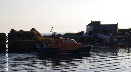 rnli lifeboat entering harbour