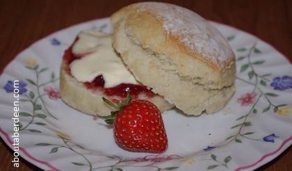 scone clotted cream strawberry